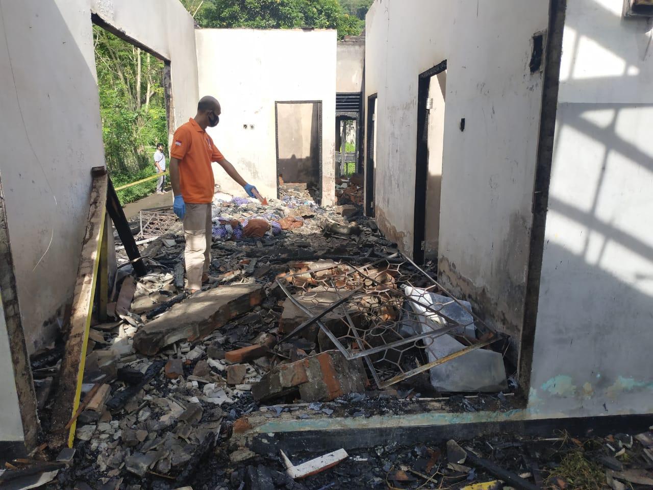 Polres Lobar Terjun Olah TKP Lokasi Kebakaran