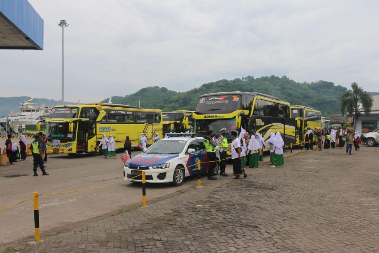 Kedatangan Rombongan Santriwati di Pelabuhan Lembar, Otoritas Pelabuhan Perketat Protokol Kesehatan